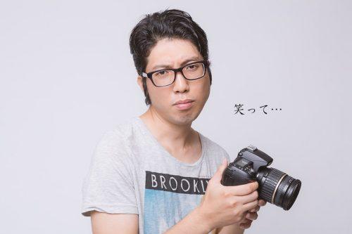 沈痛なカメラマン
